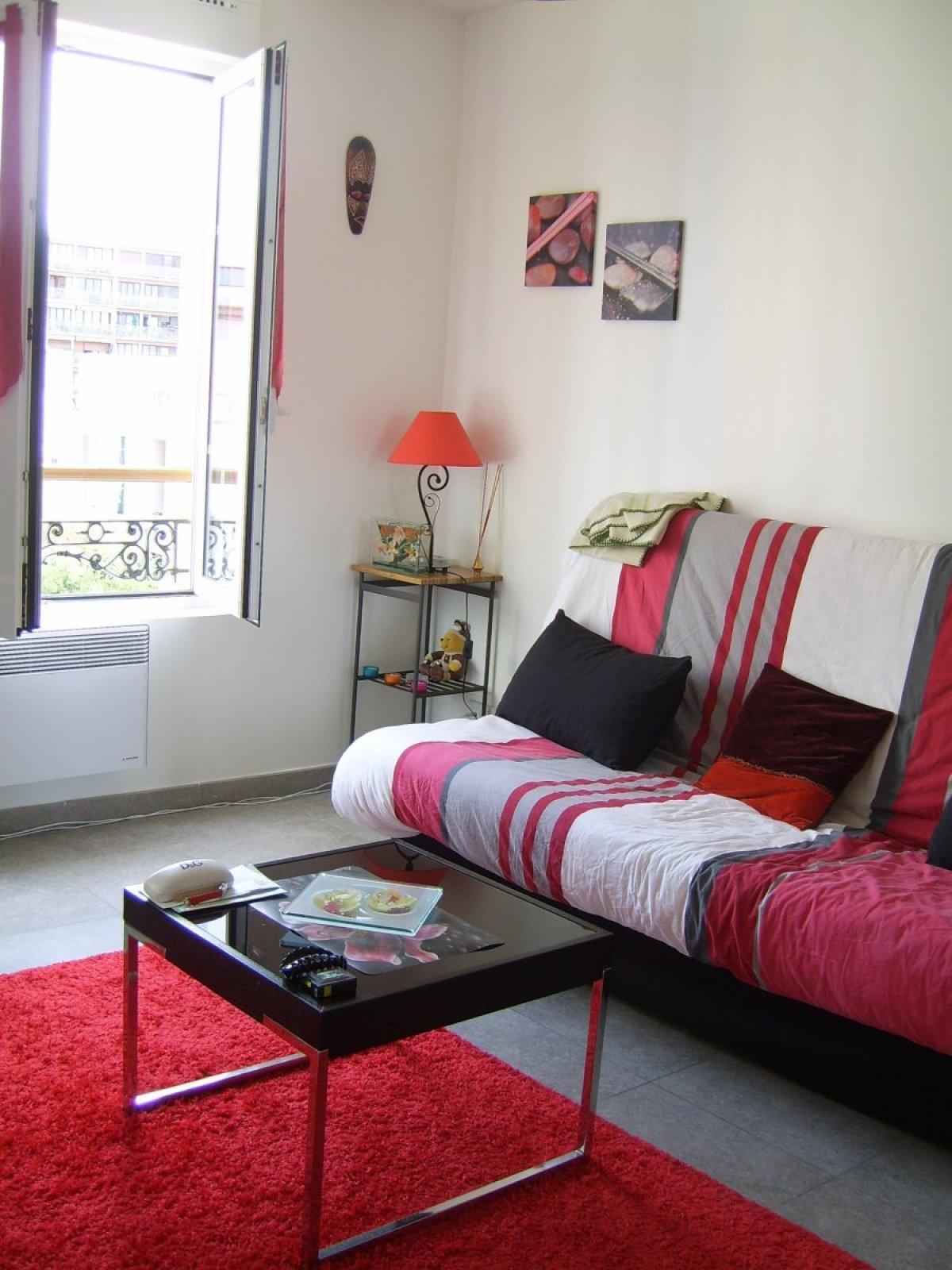 location appartement paris 18 le bon coin. Black Bedroom Furniture Sets. Home Design Ideas